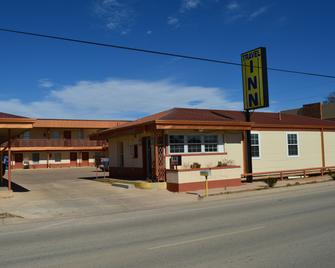 Travel Inn - Snyder - Building