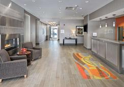 Hampton Inn by Hilton Calgary Airport North - Calgary - Reception