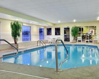 Country Inn & Suites by Radisson, Rock Falls, IL - Rock Falls - Басейн