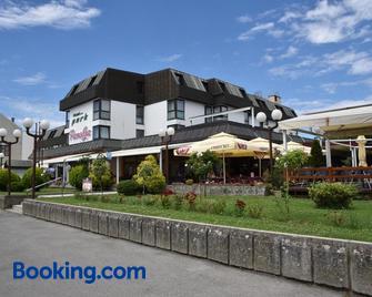Hotel Park - Našice - Building