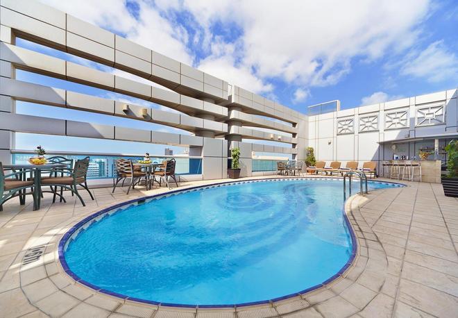 阿爾門澤爾公寓酒店 - 阿布達比 - 阿布達比 - 游泳池