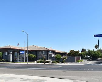 Americas Best Value Inn Manteca - Manteca - Building