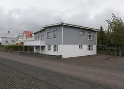 A. Bernhard Guesthouse - Keflavik - Building