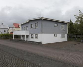 A. Bernhard Guesthouse - Keflavík - Edificio