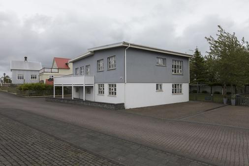 A. Bernhard Guest House - Keflavik - Building