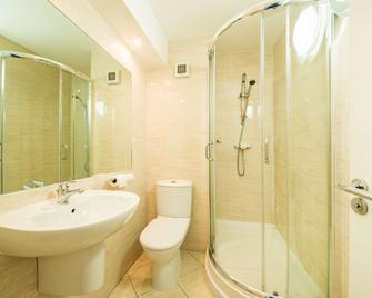 Arden Hotel And Leisure Club - Solihull - Bathroom