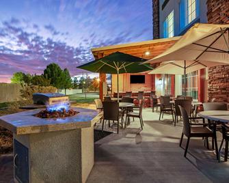 La Quinta Inn & Suites by Wyndham Pecos - Pecos - Патіо