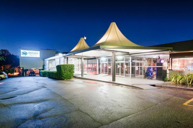 Statesman Hotel - Canberra - Building