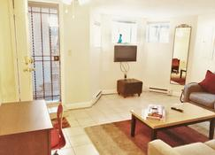 Enhance Cleaning, Private Flat, Walk To Museums, Cafes, Pub. Trans. - Washington - Living room