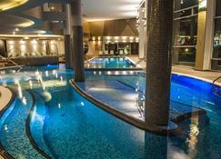 Hotel Azúr Prémium - Siófok - Pool