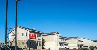 Econo Lodge Inn & Suites Airport - North Syracuse