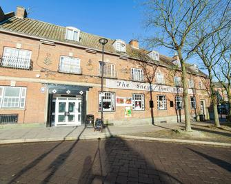 Sneyd Arms Hotel - Stoke-on-Trent - Building
