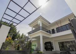 RedDoorz Premium @ Setiabudi Medan - Medan - Building