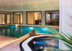 宇宙觀光酒店 - 土爾 - 圖爾 - 游泳池