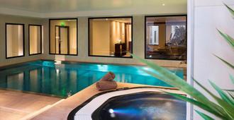 هوتل ليونيفير تورز - تور - حوض السباحة