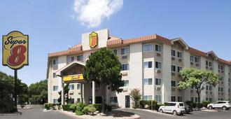 Super 8 by Wyndham Austin North/University Area - Austin - Gebäude