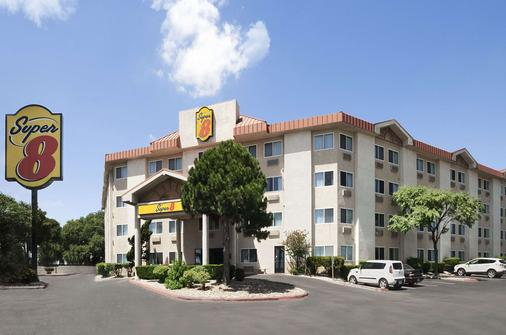 Super 8 by Wyndham Austin North/University Area - Ώστιν - Κτίριο