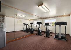 Super 8 by Wyndham Austin North/University Area - Austin - Fitnessbereich