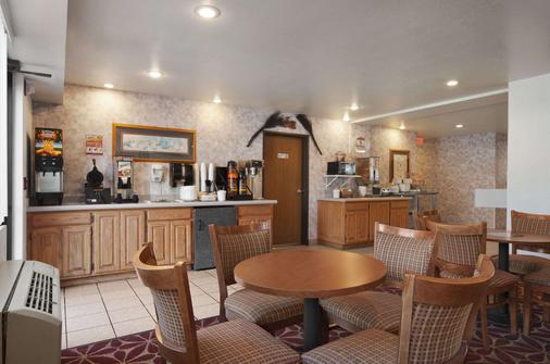 Super 8 by Wyndham Austin North/University Area - Austin - Buffet