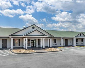 Suburban Extended Stay Hotel - Spartanburg - Building