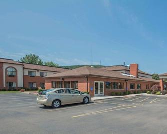 Quality Inn - Corning - Building