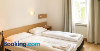 Hotel Moon - Düsseldorf - Bedroom