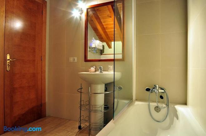 Hostal Europa - Llanes - Bathroom