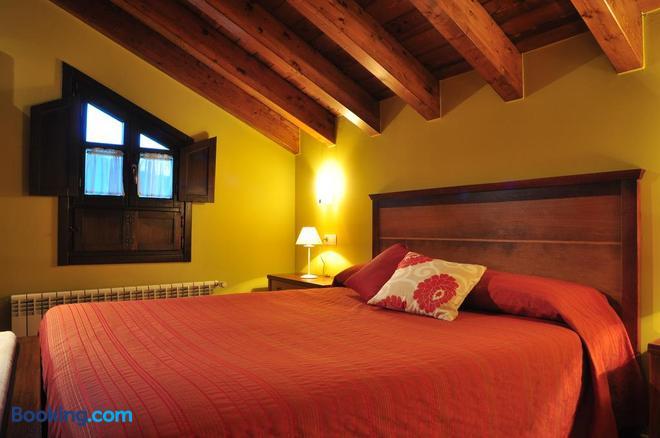 Hostal Europa - Llanes - Bedroom