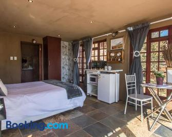 Sable Ranch Hiking & Overnight Accommodation - Magaliesburg - Schlafzimmer