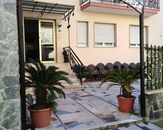 Hotel Villa Tempo d'Estate - Loano - Außenansicht