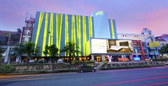 Whiz Prime Hotel Kelapa Gading - North Jakarta - Edificio