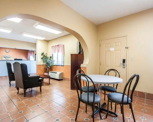 Econo Lodge Inn & Suites - Tuscaloosa - Dining room