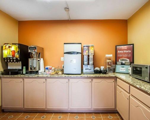 Econo Lodge Inn & Suites - Tuscaloosa - Buffet