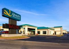 Quality Inn & Suites Moline - Quad Cities - Moline - Building