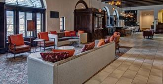 Courtyard by Marriott Kansas City Country Club Plaza - Kansas City - Lobby