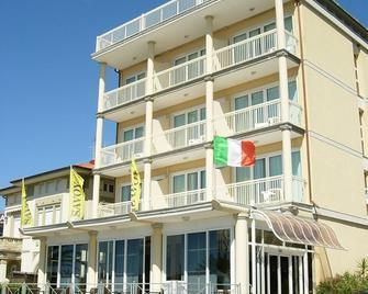 Savoy Hotel - Тонфано - Здание