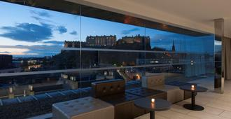 DoubleTree by Hilton Edinburgh City Centre - Edinburgh - Balcony