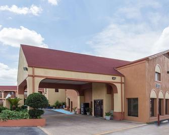 Super 8 by Wyndham Athens TX - Athens - Building