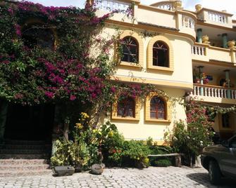 Hostal Curiñan - Отавало - Building