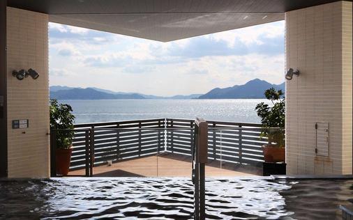 Grand Prince Hotel Hiroshima - Hiroshima - Balcony