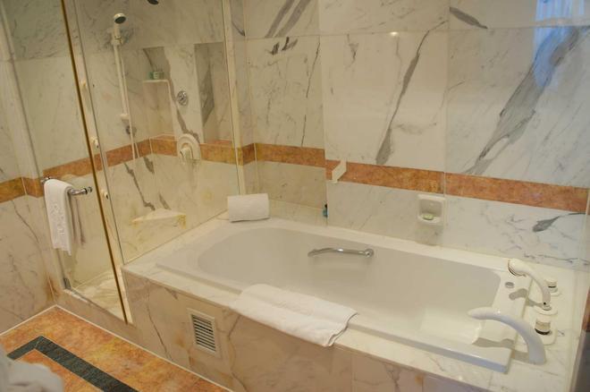 Hanoi Daewoo Hotel - Hà Nội - Phòng tắm