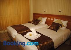 Hotel Ideal - Piraeus - Bedroom