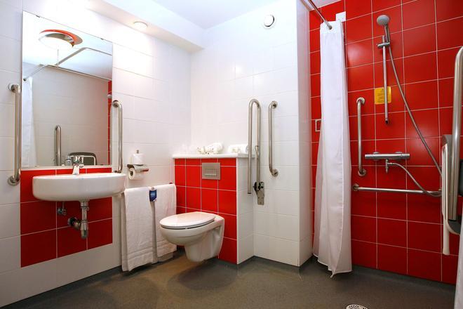 Travelodge Barcelona Poblenou - Barcelona - Bathroom