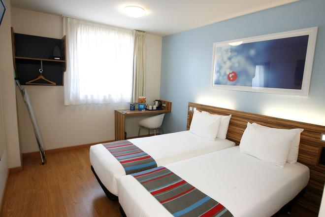 Travelodge Barcelona Poblenou - Barcelona - Bedroom