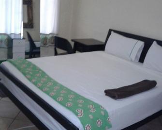 Kazungula Guest House - Kasane - Bedroom