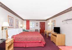 Days Inn by Wyndham Eureka Springs - Eureka Springs - Bedroom
