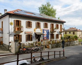 Omnidiet - Armeno - Gebäude