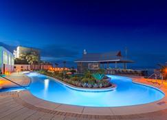 ฮอลิเดย์อินน์เอ็กซ์เพรสแอนด์สวีทส์ ปานามาซิตี้บีช - บีชฟรอนท์ - เครือโรงแรมไอเอชจี - หาดปานามาซิตี้ - สระว่ายน้ำ