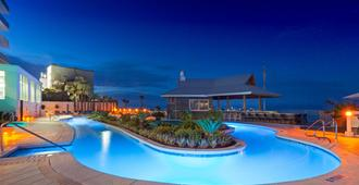 Holiday Inn Express & Suites Panama City Beach - Beachfront, An Ihg Hotel - Panama City Beach - Piscine