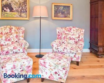 Schloss Retzow Apartments - Mirow - Living room